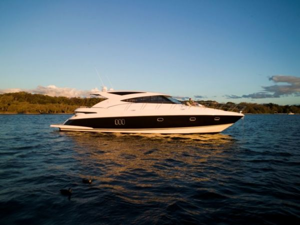 Riviera 5800 Sport Yacht with IPS